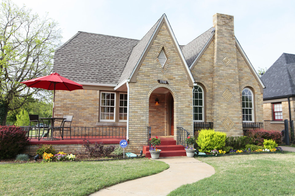 Photo - Ron Gottschalk's house at 2700 NW 16 is on the Miller in May Home Tour.  David McDaniel - The Oklahoman