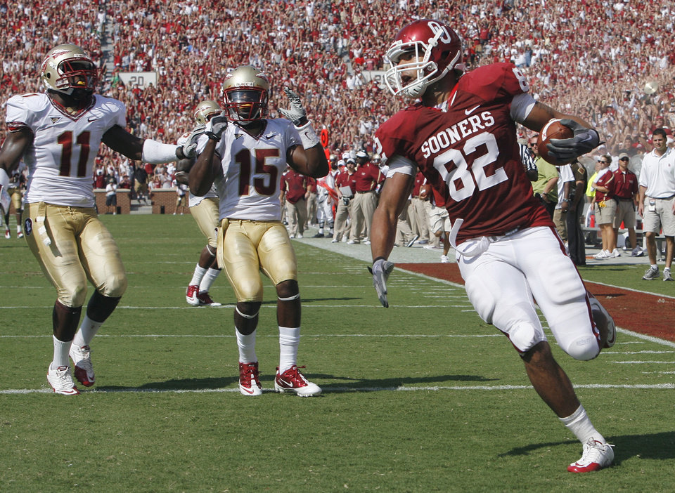 James Hanna (82) scores during the first half of the college football game between the University of Oklahoma Sooners (OU) and Florida State University Seminoles (FSU) at the Gaylord Family-Oklahoma Memorial Stadium on Saturday, Sept. 11 2010, in Norman, Okla.   Photo by Steve Sisney, The Oklahoman