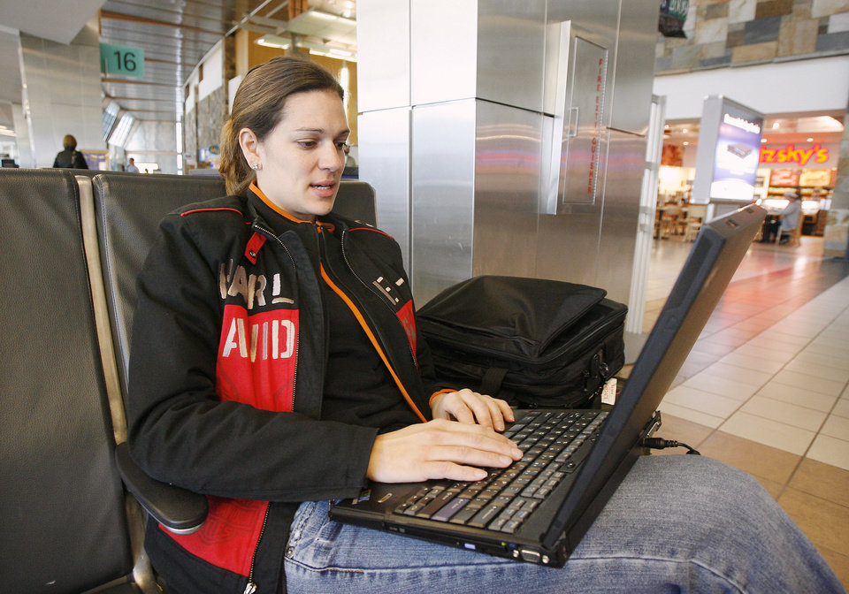 Heather Brahm, Milwaukee, Wisconsin, using the free wireless network for passengers while waiting for her flight at Will Rogers World Airport in Oklahoma City Friday, March 27, 2009. BY PAUL B. SOUTHERLAND, THE OKLAHOMAN