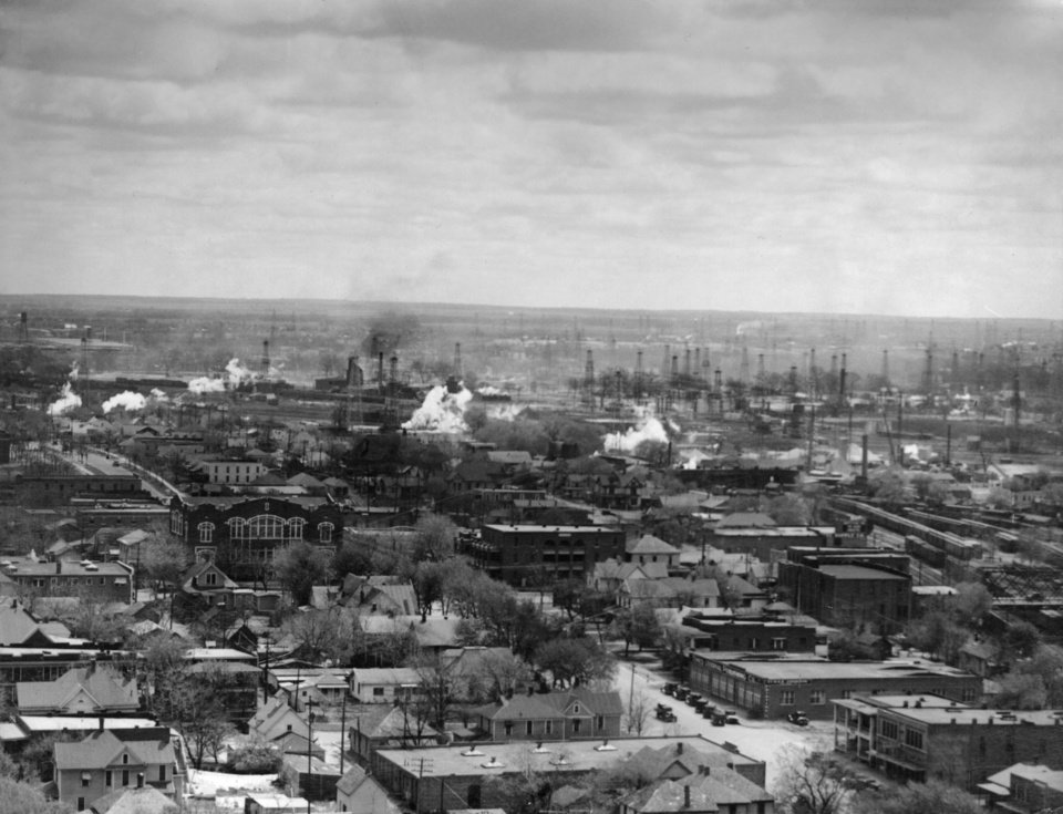 OKLAHOMA CITY / SKY LINE / OKLAHOMA / AERIAL VIEWS / AERIAL PHOTOGRAPHY / AIR VIEWS: No caption. Photo undated and unpublished. Photo arrived in library on 04/22/1931.