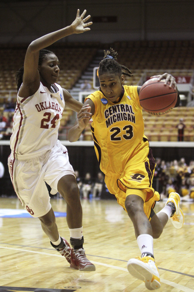 Central Michigan's Crystal Bradford, right, drives to the basket against Oklahoma's Sharane Campbell during the first half of a first-round game in the women's NCAA college basketball tournament Saturday, March 23, 2013, in Columbus, Ohio. (AP Photo/Jay LaPrete) ORG XMIT: OHJL101