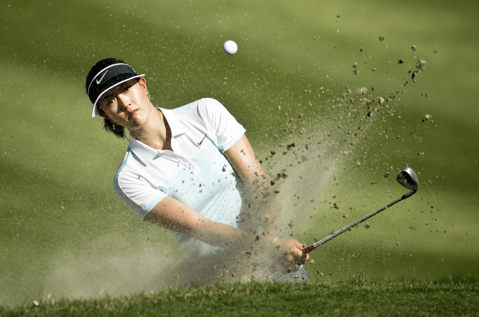 Photo - Michelle Wie  hits from a bunker on the 15th hole during the first round at the Kraft Nabisco Championship golf tournament on Thursday, April 3, 2014, in Rancho Mirage, Calif. (AP Photo/Chris Carlson)