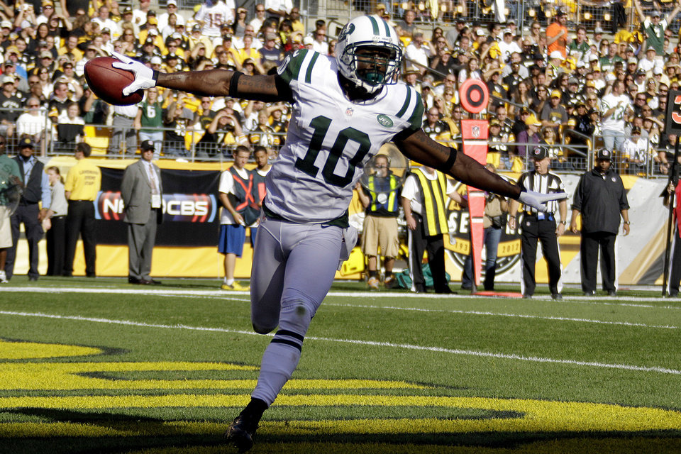 Photo -   New York Jets wide receiver Santonio Holmes (10) celebrates as he runs through the end zone after catching a pass for touchdown in the first quarter of an NFL football game against the Pittsburgh Steelers in Pittsburgh, Sunday, Sept. 16, 2012. (AP Photo/Gene J. Puskar)