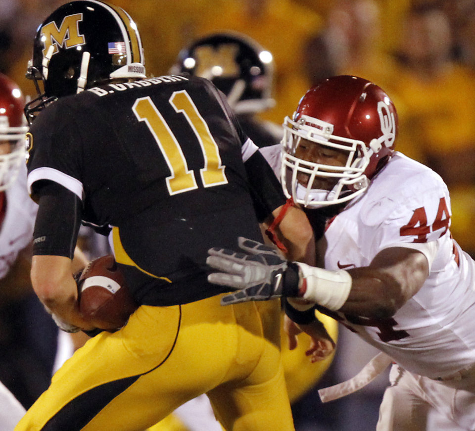 Oklahoma\'s Jeremy Beal (44) sacks Missouri quarterback Blaine Gabbert (11) during the first half of the college football game between the University of Oklahoma Sooners (OU) and the University of Missouri Tigers (MU) on Saturday, Oct. 23, 2010, in Columbia, Mo. Photo by Chris Landsberger, The Oklahoman