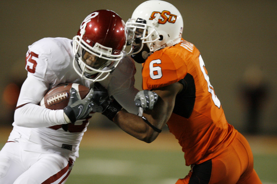 Ricky Price hits Ryan Broyles during the second half of the college football game between the University of Oklahoma Sooners (OU) and Oklahoma State University Cowboys (OSU) at Boone Pickens Stadium on Saturday, Nov. 29, 2008, in Stillwater, Okla. STAFF PHOTO BY SARAH PHIPPS