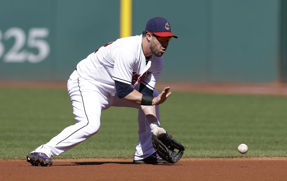 Photo - Cleveland Indians' Jason Kipnis fields a ball hit by Arizona Diamondbacks' Didi Gregorius in the first inning of the first baseball game of a doubleheader, Wednesday, Aug. 13, 2014, in Cleveland. Gregorius was out on the play. (AP Photo/Tony Dejak)