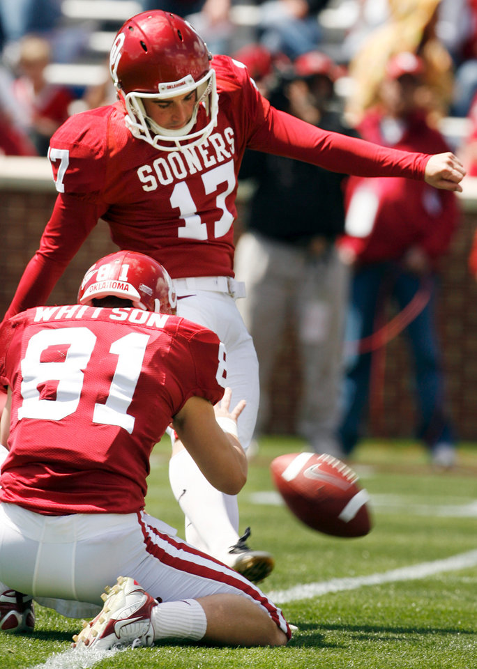 Photo - OU, SPRING FOOTBALL, COLLEGE FOOTBALL: Jimmy Stevens (17) kicks a field goal held by Carter Whitson (81) during the University of Oklahoma Red and White Football game at Gaylord Family -- Oklahoma Memorial Stadium in Norman, Oklahoma on Saturday, April 12, 2008.    BY STEVE SISNEY, THE OKLAHOMAN    ORG XMIT: KOD
