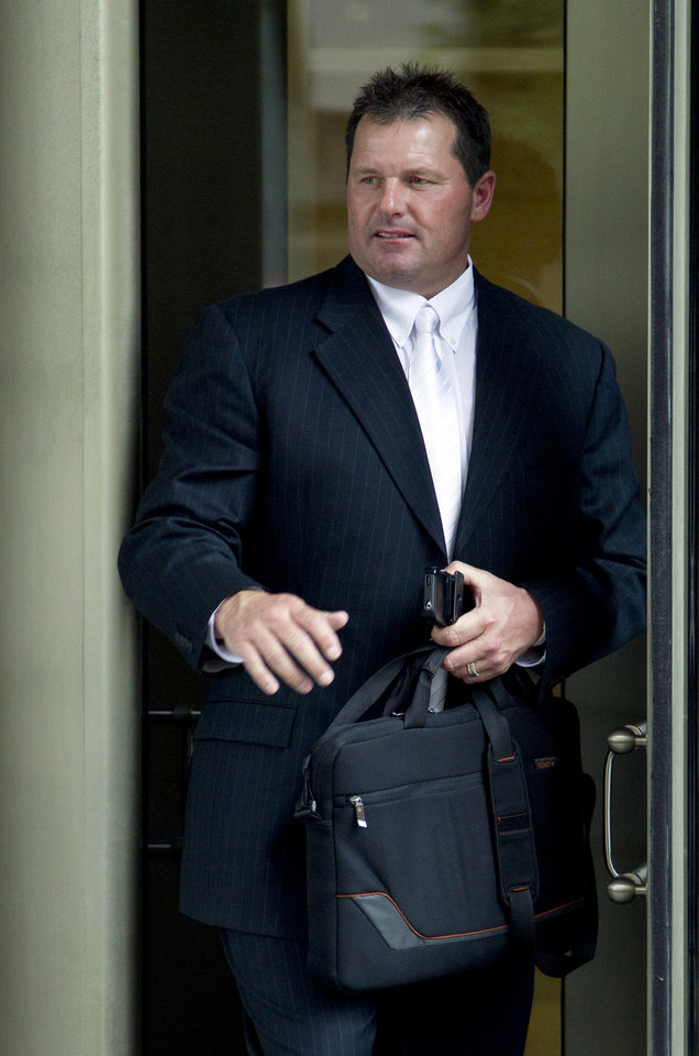 Photo -   Former Major League Baseball pitcher Roger Clemens, leaves the Federal Courthouse Monday, April 23, 2012, in Washington. Clemens is accused of lying when he said he never used steroids or HGH at a 2008 congressional hearing and at a deposition that preceded it. The case in back in court after a mistrial in 2011. (AP Photo/Manuel Balce Ceneta)