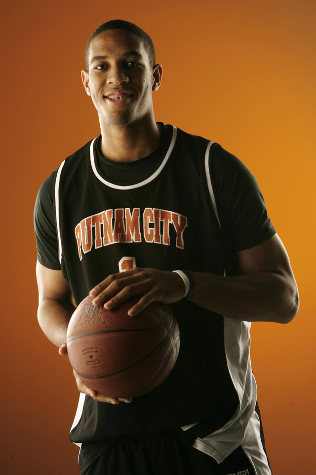 Photo - Xavier Henry poses for a photo in Oklahoma City on Nov. 14, 2007. By BRYAN TERRY, THE OKLAHOMAN ORG XMIT: KOD
