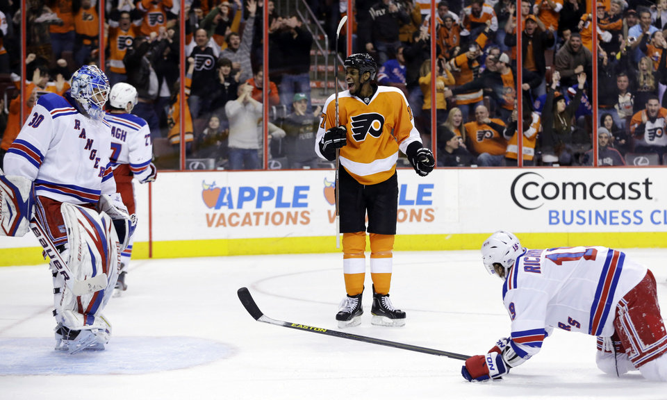 Philadelphia Flyers' Wayne Simmonds, center, reacts after scoring a goal against New York Rangers goalie Henrik Lundqvist, left, of Sweden, and Brad Richards during the second period of an NHL hockey game, Thursday, Jan. 24, 2013, in Philadelphia. (AP Photo/Matt Slocum)