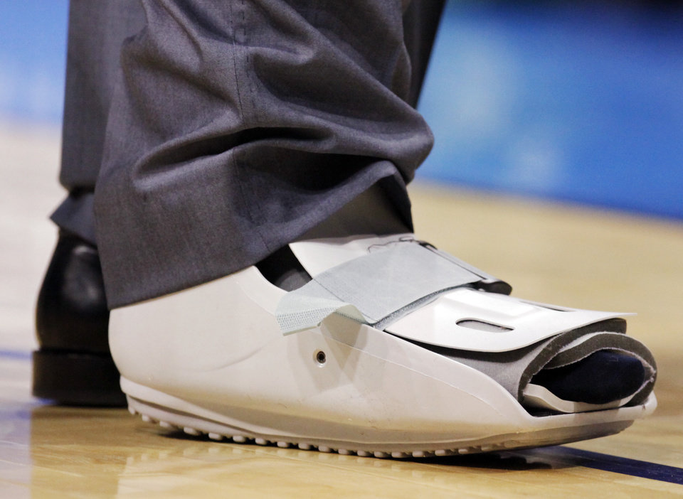 A view of the protective boot on Kevin Durant\'s right foot during the NBA basketball game between the Dallas Mavericks and the Oklahoma City Thunder at the Ford Center in Oklahoma City, March 2, 2009. BY NATE BILLINGS, THE OKLAHOMAN