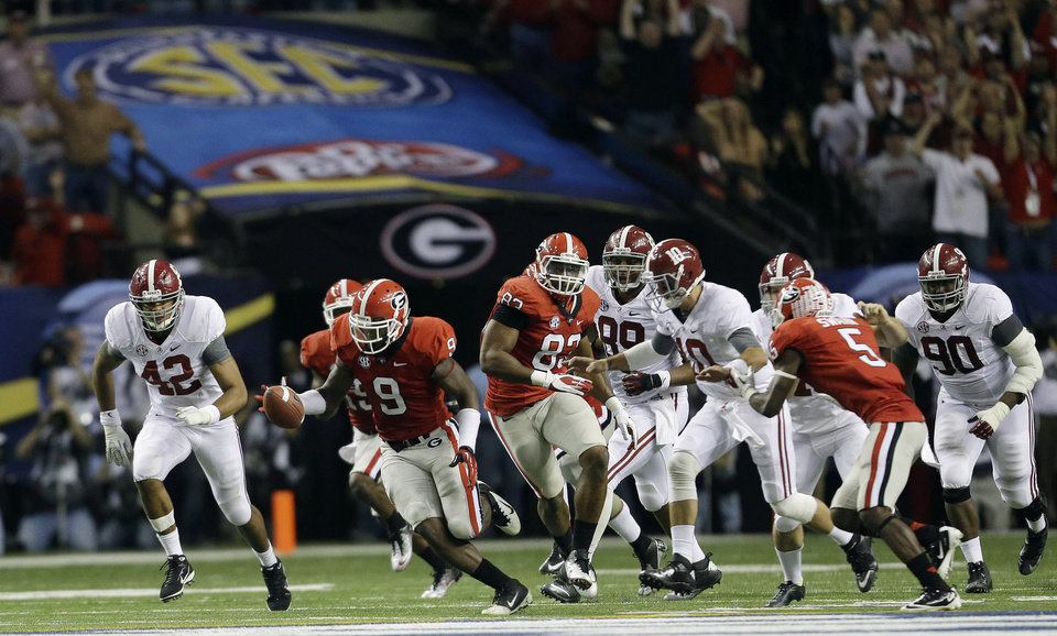 Photo - Georgia linebacker Alec Ogletree (9) reaches for a blocked field goal before returning it for a touchdown during the second half of the Southeastern Conference championship NCAA college footballgame against Alabama, Saturday, Dec. 1, 2012, in Atlanta. (AP Photo/David Goldman)