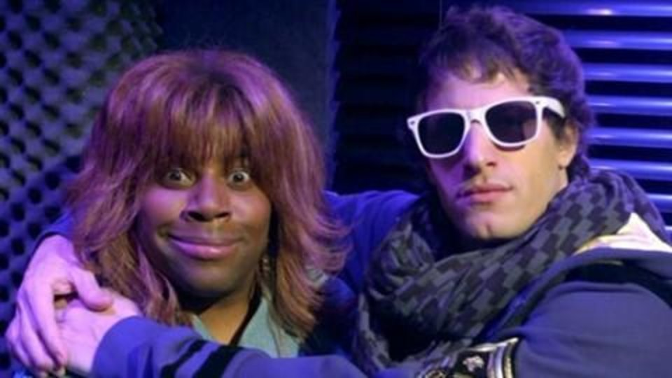 "Photo -  ""SNL"" players Kenan Thompson, dressed as Reba McEntire, and Andy Samberg (""SNL"" photo)"