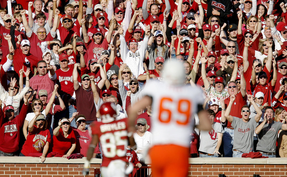 Photo - OU fans cheer as Ryan Broyles scores a touchdown during the second half of the Bedlam college football game between the University of Oklahoma Sooners (OU) and the Oklahoma State University Cowboys (OSU) at the Gaylord Family-Oklahoma Memorial Stadium on Saturday, Nov. 28, 2009, in Norman, Okla.