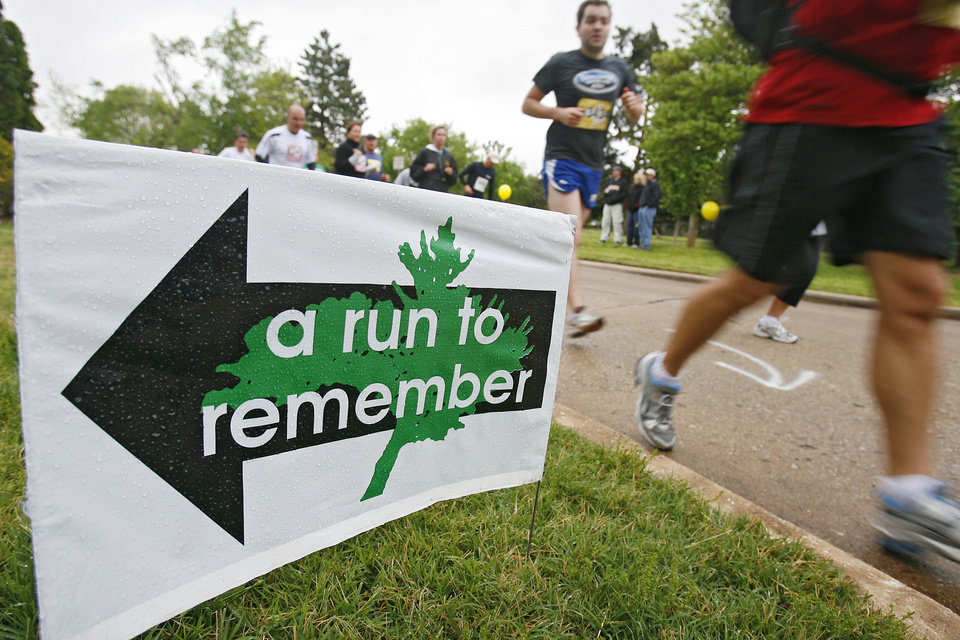 Marathon runners make their way through the course during the eighth annual Oklahoma City Memorial Marathon on Sunday , April 27, 2008, in Oklahoma City, Okla.   PHOTO BY CHRIS LANDSBERGER   ORG XMIT: KOD