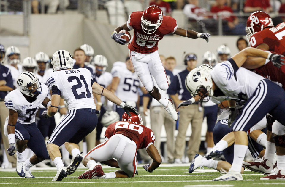 OU's Ryan Broyles (85) leaps as he carries the ball in the first quarter during the college football game between the Brigham Young University Cougars (BYU) and the University of Oklahoma Sooners (OU) at Cowboys Stadium in Arlington, Texas, Saturday, September 5, 2009. By Nate Billings, The Oklahoman ORG XMIT: KOD