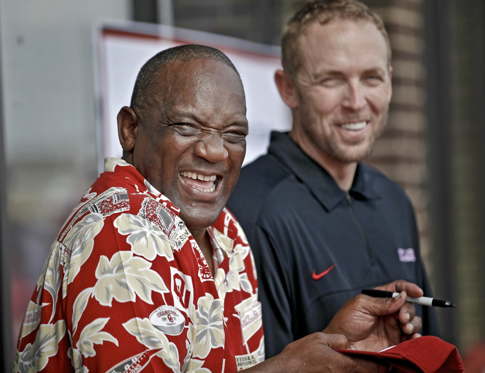 Photo - OU / UNIVERSITY OF OKLAHOMA / COLLEGE FOOTBALL: Oklahoma Heisman Trophy winners Billy Sims and Jason White get a laugh as they signs autographs during the Bevo Bash on Friday, Oct. 12, 2012, in Marietta, Okla. Photo by Chris Landsberger, The Oklahoman
