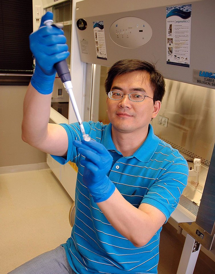 Weidong Wang, Ph.D., is trying to develop a way to transform skin cells into insulin-secreting pancreatic beta cells, which could be transplanted into patients to combat diabetes.   <strong></strong>