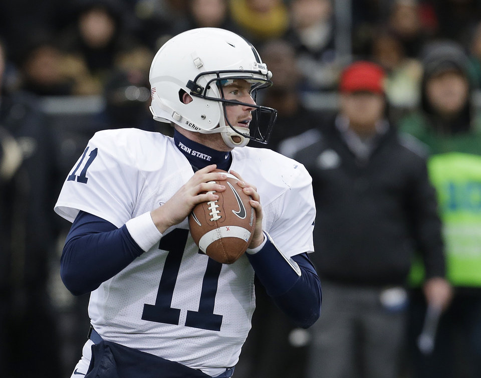 Photo -   Penn State's Matthew McGloin looks to throw during the first half of an NCAA college football game against Purdue Saturday, Nov. 3, 2012, in West Lafayette, Ind. (AP Photo/Darron Cummings