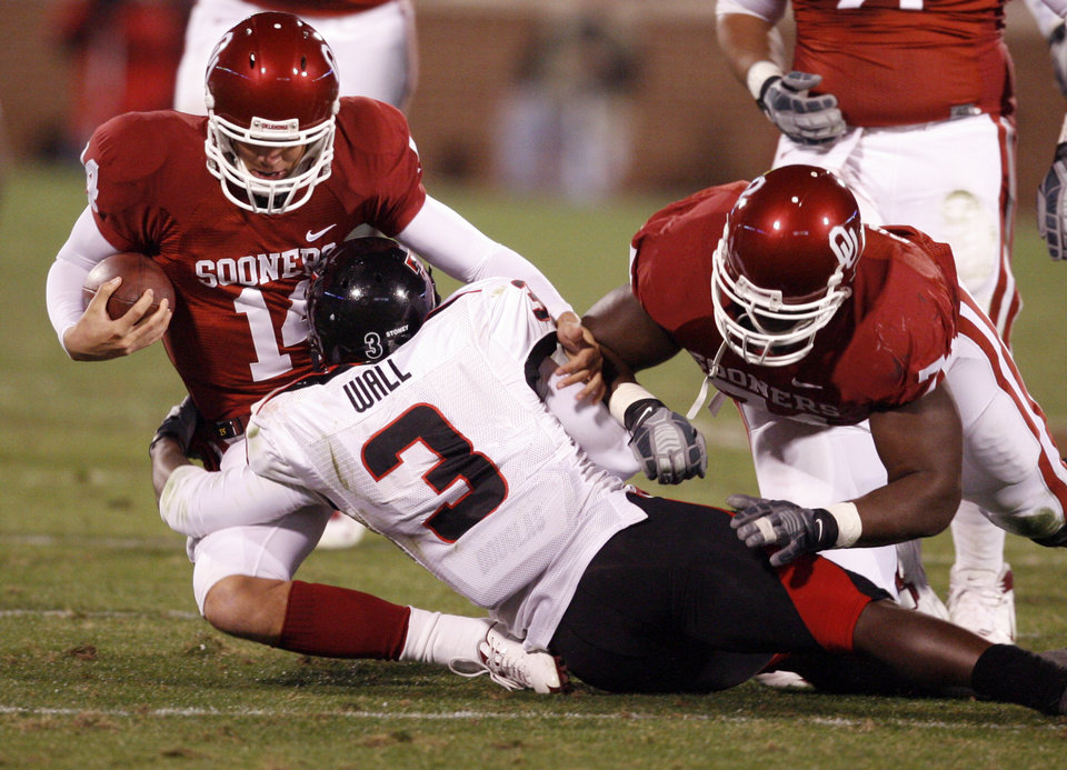 Photo - OU quarterback Sam Bradford keeps the ball during the first half of the college football game between the University of Oklahoma Sooners and Texas Tech University at the Gaylord Family -- Oklahoma Memorial Stadium on Saturday, Nov. 22, 2008, in Norman, Okla.   BY STEVE SISNEY, THE OKLAHOMAN