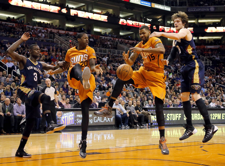 Photo - New Orleans Pelicans' Anthony Morrow (3) and Luke Babbitt (8) and Phoenix Suns' Archie Goodwin (20) and Marcus Morris (15) watch the ball during the first half of an NBA basketball game, Friday, Feb. 28, 2014, in Phoenix. (AP Photo/Matt York)