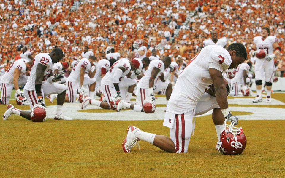 Photo - OU players pray before the Red River Rivalry college football game between the University of Oklahoma Sooners (OU) and the University of Texas Longhorns (UT) at the Cotton Bowl in Dallas, Saturday, Oct. 8, 2011. Photo by Nate Billings, The Oklahoman
