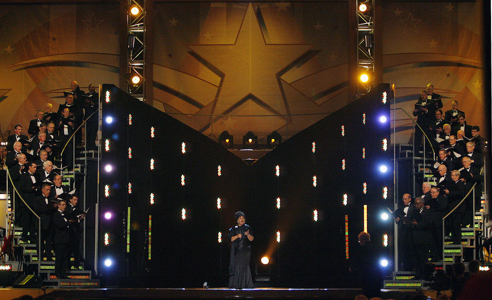 Photo - America's leding soprano singer Leona Mitchell performs during the Centennial Spectacular to celebrate the 100th birthday of the State of Oklahoma at the Ford Center on Friday, Nov. 16, 2007, in Oklahoma City, Okla. Photo By CHRIS LANDSBERGER, The Oklahoman