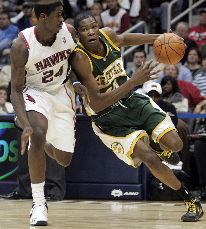 Photo - SEATTLE SONICS: Seattle SuperSonics forward Kevin Durant drives on Atlanta Hawks forward Marvin Williams (24) during the second overtime of an NBA basketball game Friday Nov. 16, 2007, in Atlanta. Seattle won 126-123. (AP Photo/John Amis) ORG XMIT: GAJA112