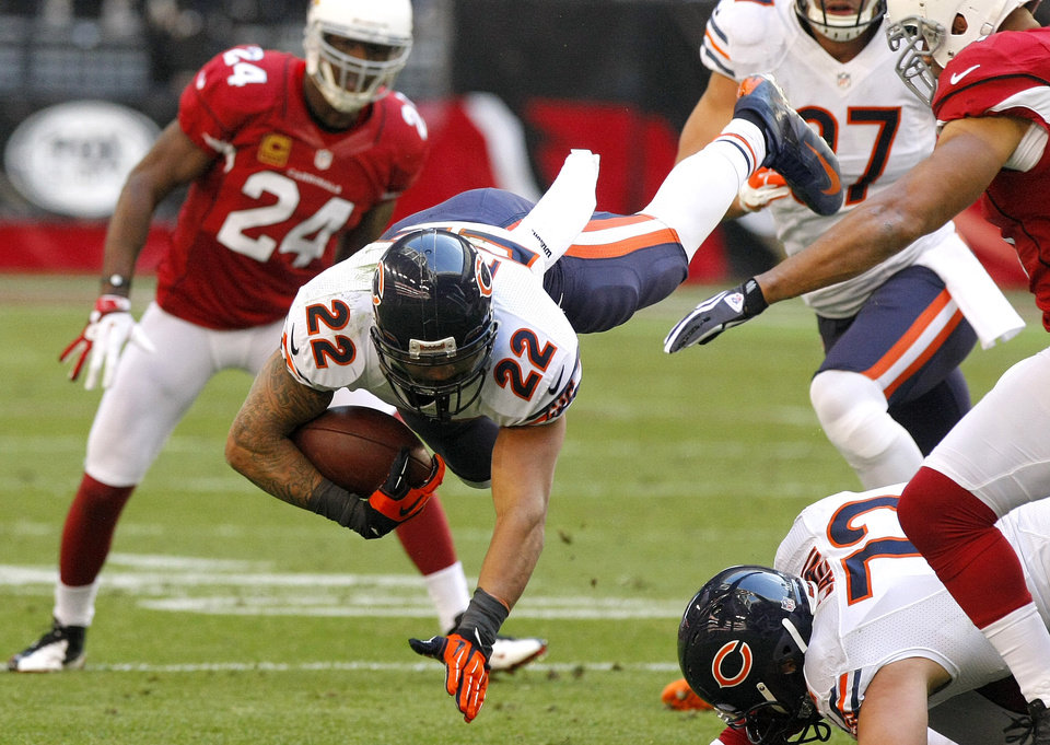 Photo - Chicago Bears running back Matt Forte (22) is tripped up against the Arizona Cardinals during the first half of an NFL football game, Sunday, Dec. 23, 2012, in Glendale, Ariz. (AP Photo/Rick Scuteri)
