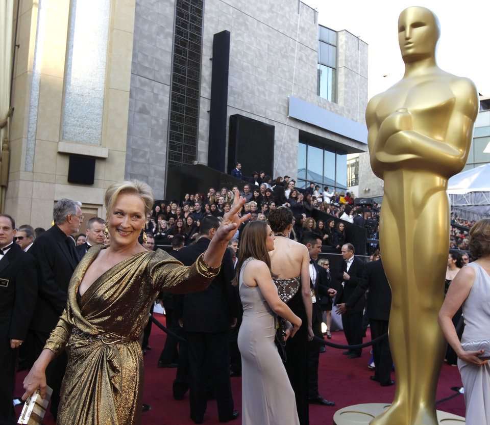 Meryl Streep arrives before the 84th Academy Awards on Sunday, Feb. 26, 2012, in the Hollywood section of Los Angeles. (AP Photo/Chris Carlson) ORG XMIT: OSC385