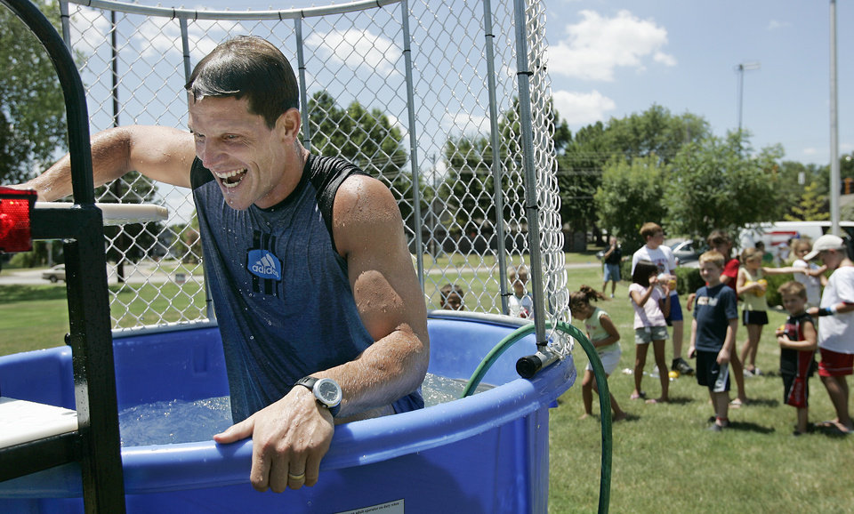 UNIVERSITY OF OKLAHOMA, BENEFIT: OU defensive coordinator Brent Venables climbs out of the water as kids lined up to dunk him during a fund-raiser for juvenile diabetes Saturday, July 22, 2006 at Intrust Bank in Norman, OK. BY JACONNA AGUIRRE/THE OKLAHOMAN.
