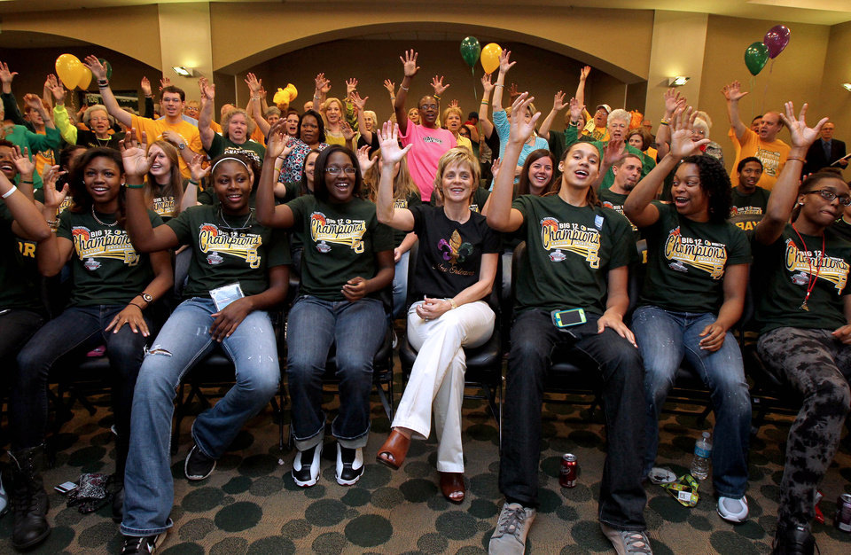 "Baylor head basketball coach Kim Mulkey, center, and the team give the ""sic 'em Bears"" sign as they watch the NCAA women's college basketball selection show, Monday, March 18, 2013 in Waco, Texas. (AP Photo/Waco Tribune Herald, Jerry Larson)  ORG XMIT: TXWAC201"