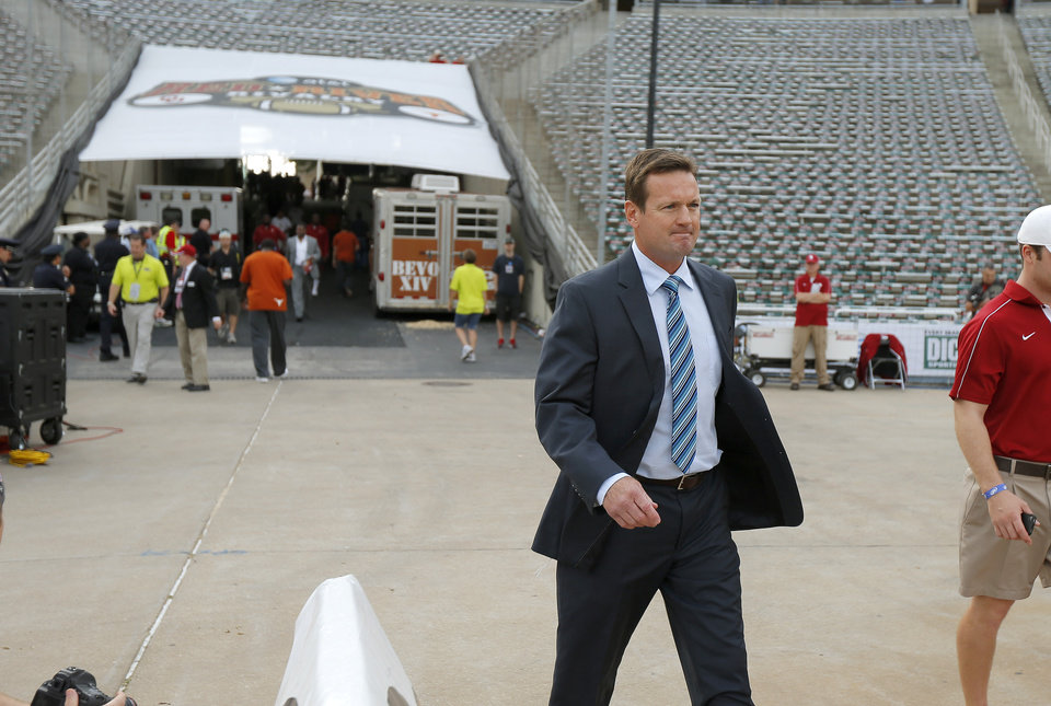 Photo - Oklahoma coach Bob Stoops walks onto the field prior to the Red River Rivalry college football game between the University of Oklahoma (OU) and the University of Texas (UT) at the Cotton Bowl in Dallas, Saturday, Oct. 13, 2012. Photo by Bryan Terry, The Oklahoman