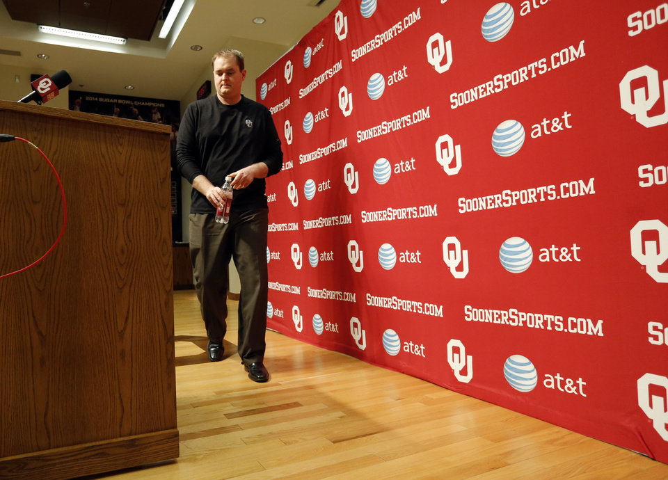 Photo - University of Oklahoma Sooners (OU) football Co-Offensive Coordinator Josh Heupel talks about his 2014 recruiting class in the Adrian Peterson Meeting Room at Gaylord Family-Oklahoma Memorial Stadium in Norman, Okla., on Wednesday, Feb. 5, 2014. Photo by Steve Sisney, The Oklahoman