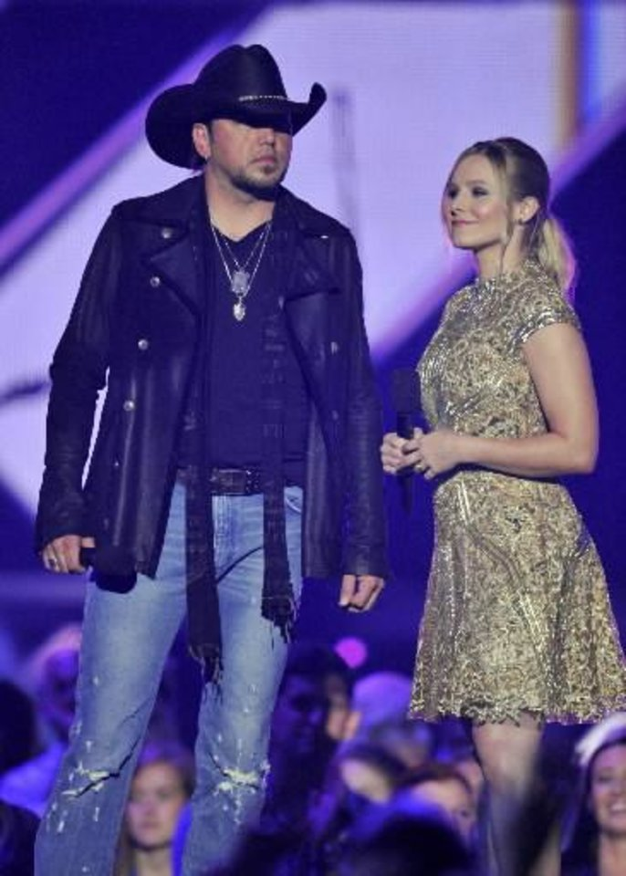 sts Jason Aldean, left, and Kristen Bell speak on stage at the 2013 CMT Music Awards at Bridgestone Arena on Wednesday, June 5, 2013, in Nashville, Tenn. (AP)