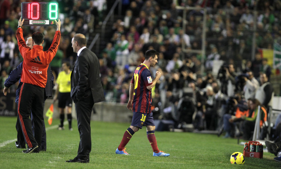 Photo - Barcelona's Lionel Messi from Argentina is substituted during their La Liga soccer match at the Benito Villamarin stadium, in Seville, Spain, Sunday, Nov. 10, 2013. (AP Photo/Angel Fernandez)