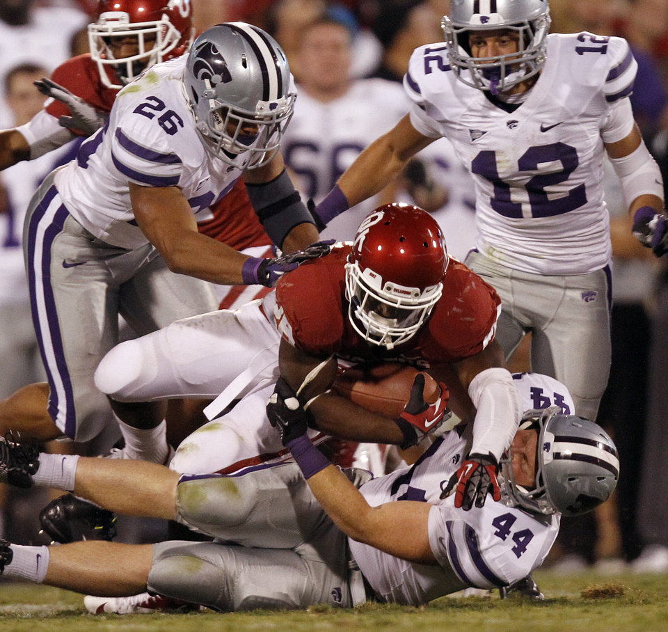 Oklahoma\'s Damien Williams (26) is brought down by the Kansas State defense during the college football game between the University of Oklahoma Sooners (OU) and the Kansas State University Wildcats (KSU) at the Gaylord Family-Memorial Stadium on Saturday, Sept. 22, 2012, in Norman, Okla. Photo by Chris Landsberger, The Oklahoman