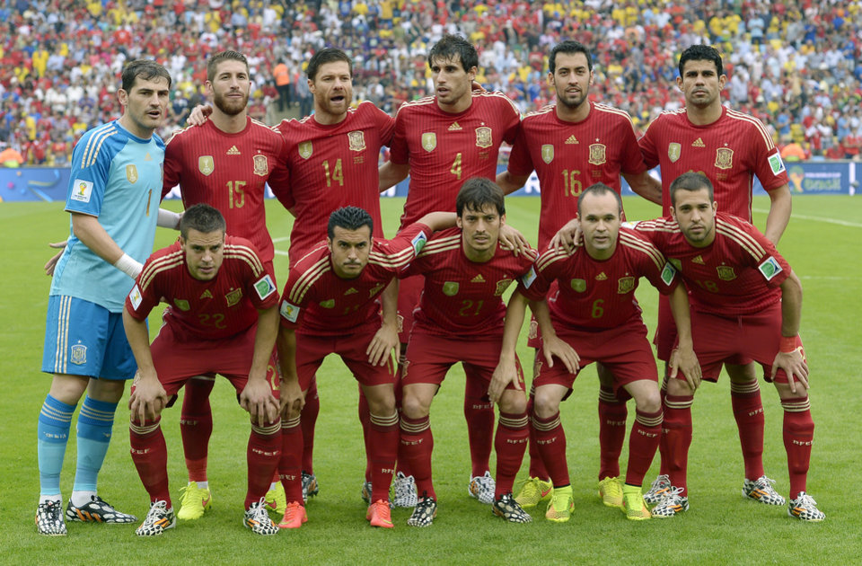 Photo - The Spanish team line up for a group photo  before the group B World Cup soccer match between Spain and Chile at the Maracana Stadium in Rio de Janeiro, Brazil, Wednesday, June 18, 2014.  (AP Photo/Manu Fernandez)