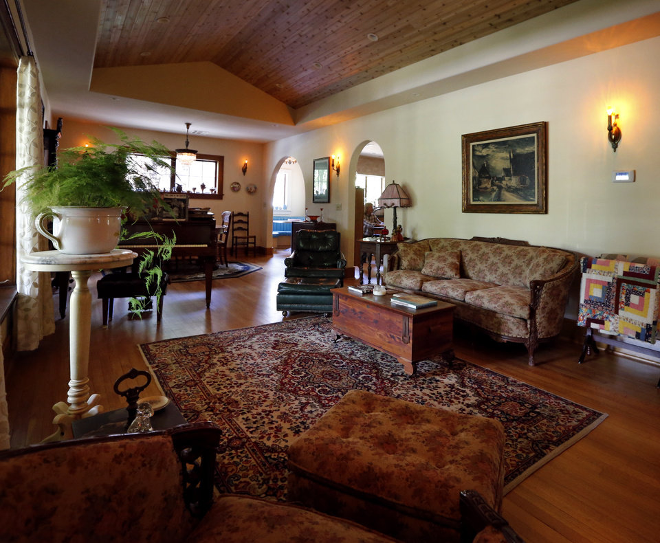Photo - Michael Brinkley and Lynda Donley's main living area at 639 S Lahoma in Norman.  STEVE SISNEY -  THE OKLAHOMAN