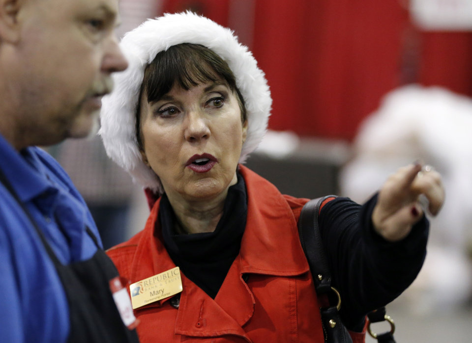 Photo -  Red Andrews Christmas Dinner board member Mary Blankenship Pointer talks with volunteers. [Photo by Steve Sisney, The Oklahoman]