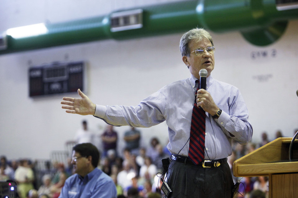 Photo - Senator Tom Coburn speaks about health care reform during a town hall style meeting at a gymnasium inside Broken Arrow Community Center on Aug. 14, 2009 in Broken Arrow. ADAM WISNESKI/Tulsa World ORG XMIT: KOD