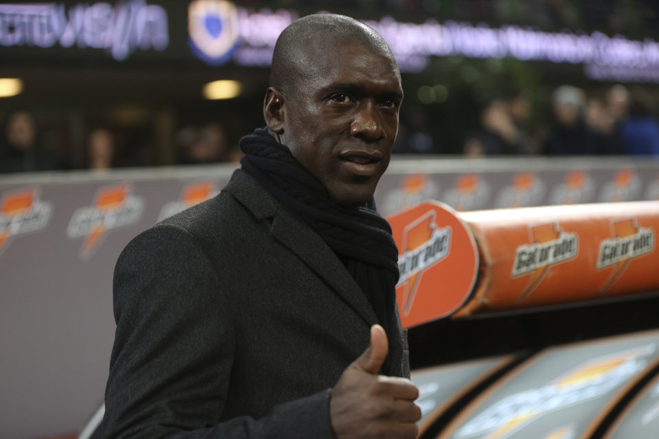 Photo - AC Milan coach Clarence Seedorf gives the thumbs up sign prior to the start of a Serie A soccer match between AC Milan and Hellas Verona, at the San Siro stadium in Milan, Italy, Sunday, Jan.19, 2014. (AP Photo/Luca Bruno)