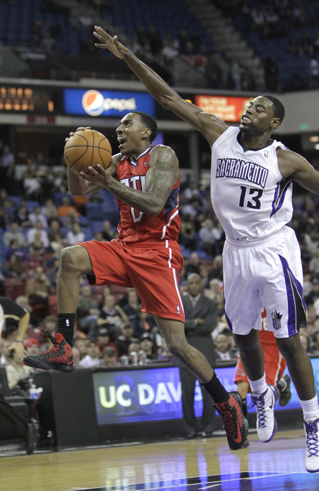 Atlanta Hawks guard Jeff Teague, left, drives to the basket past Sacramento Kings guard Tyreke Evans during the first half of an NBA basketball game in Sacramento, Calif., Friday, Nov. 16, 2012. (AP Photo/Rich Pedroncelli)