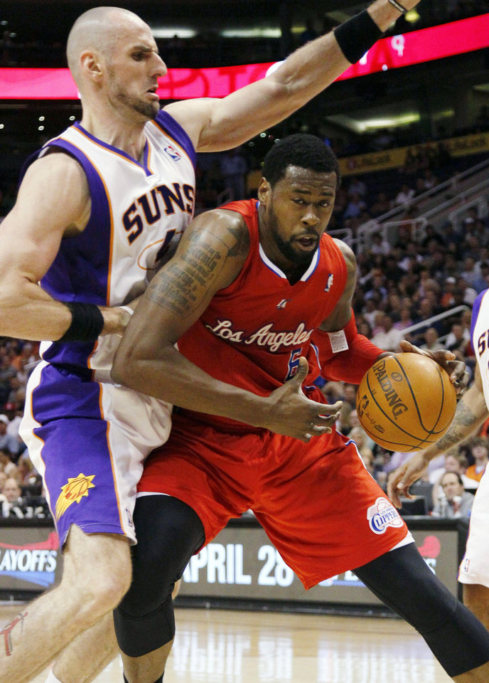 Photo -   Los Angeles Clippers' DeAndre Jordan, right, backs down Phoenix Suns' Marcin Gortat, of Poland, during the first half of an NBA basketball game, Thursday, April 19, 2012, in Phoenix. (AP Photo/Matt York)