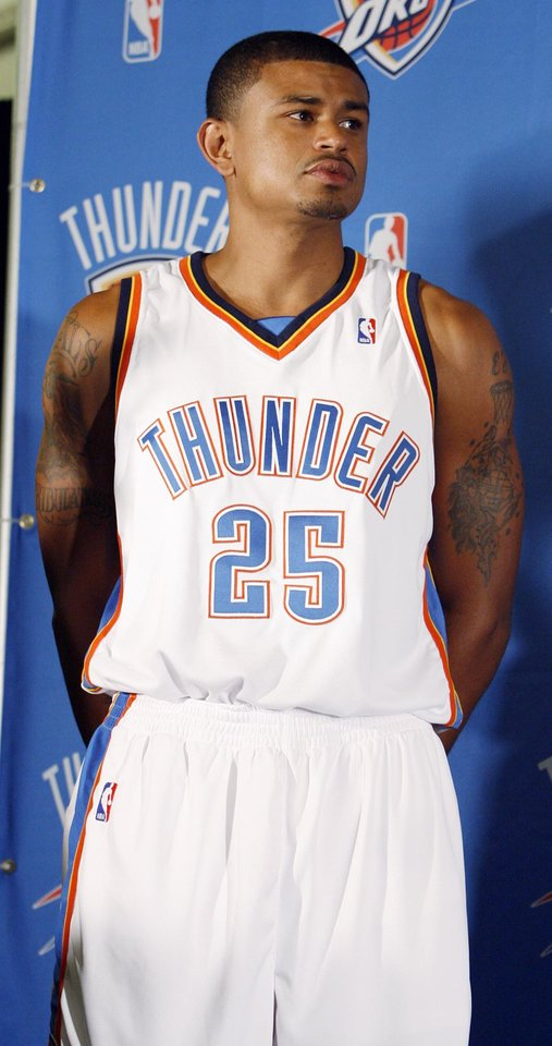 Photo - Earl Watson models the Thunder uniform at the uniform unveiling during media day for the Oklahoma City Thunder NBA basketball team at the Skirvin Hilton hotel in Oklahoma City, Monday, September 29, 2008. BY NATE BILLINGS, THE OKLAHOMAN. ORG XMIT: KOD