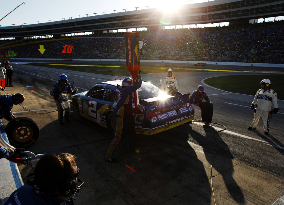 Photo -   Brad Keselowski (2) has his car serviced during a NASCAR Sprint Cup Series auto race at Texas Motor Speedway, Sunday, Nov. 4, 2012, in Fort Worth, Texas. (AP Photo/Tim Sharp)