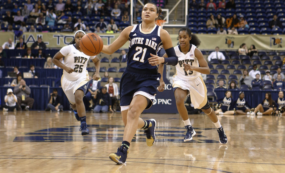 Photo - Notre Dame's Kayla McBride (21) drives past Pittsburgh's Brittany Gordon (25) and Marquel Davis (13) during the first half of an NCAA college basketball game Thursday, Jan. 16, 2014, in Pittsburgh. (AP Photo/Keith Srakocic)