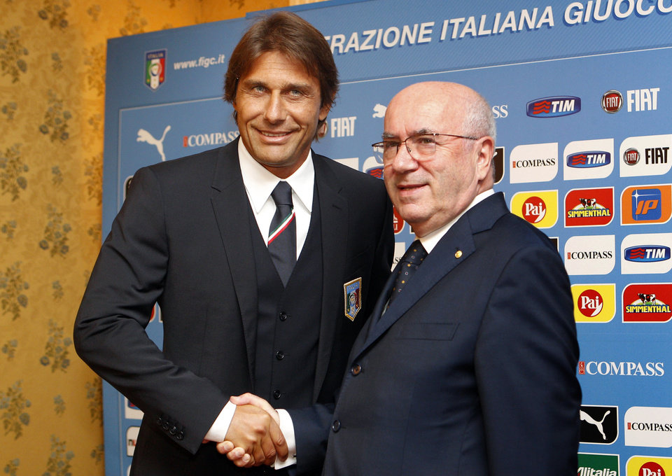 Photo - Italian national soccer team's new coach Antonio Conte, left, poses for photographers with Italian Soccer Federation (FIGC) President Carlo Tavecchio, prior to the start of the press conference for his presentation, in Rome, Tuesday, Aug. 19, 2014. (AP Photo/Riccardo De Luca)