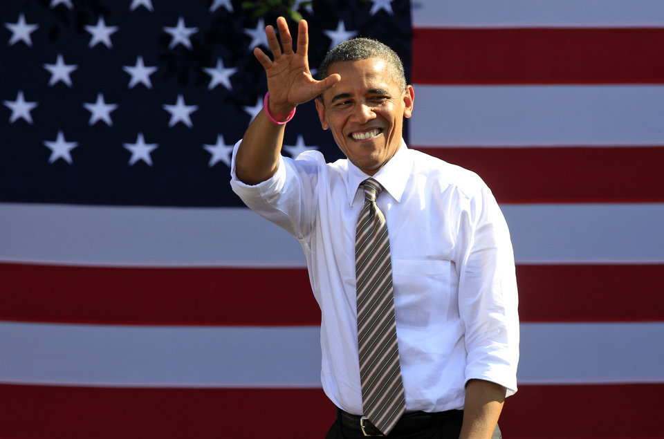 Photo -   President Barack Obama waves to supporters during a campaign rally in Byrd Park in Richmond, Va., Thursday, Oct. 25, 2012. The president is on the second day of his 48 hour, 8 State campaign blitz. (AP Photo/Steve Helber)