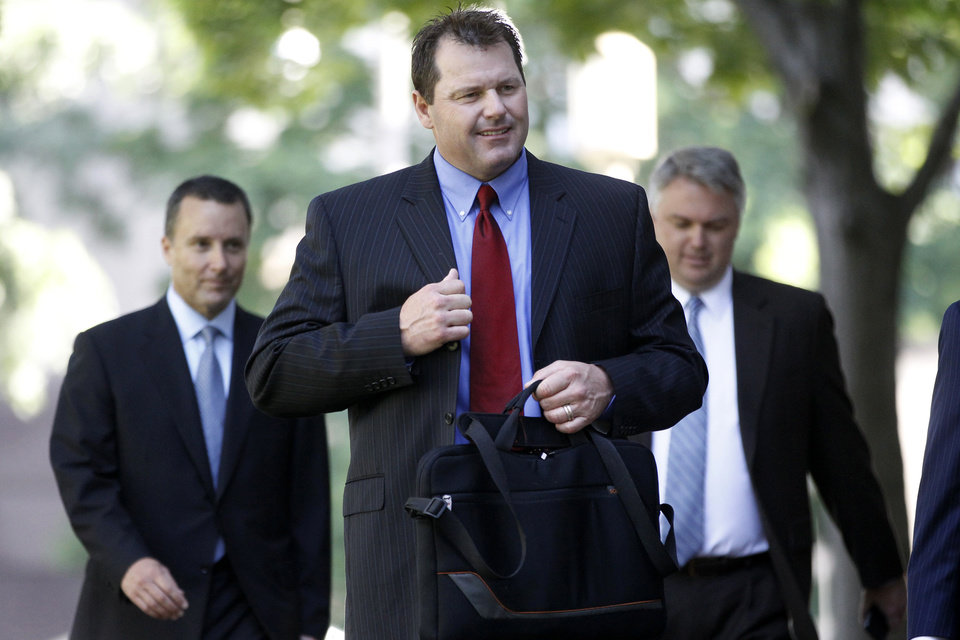 Photo -   Former Major League Baseball pitcher Roger Clemens, center, arrives at federal court in Washington in Washington, Thursday, May 24, 2012. (AP Photo/Charles Dharapak)